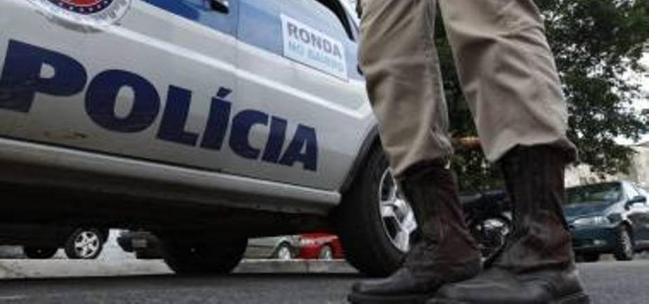 [Grupo armado invade loja e rouba dinheiro e celulares de clientes em Lauro de Freitas]