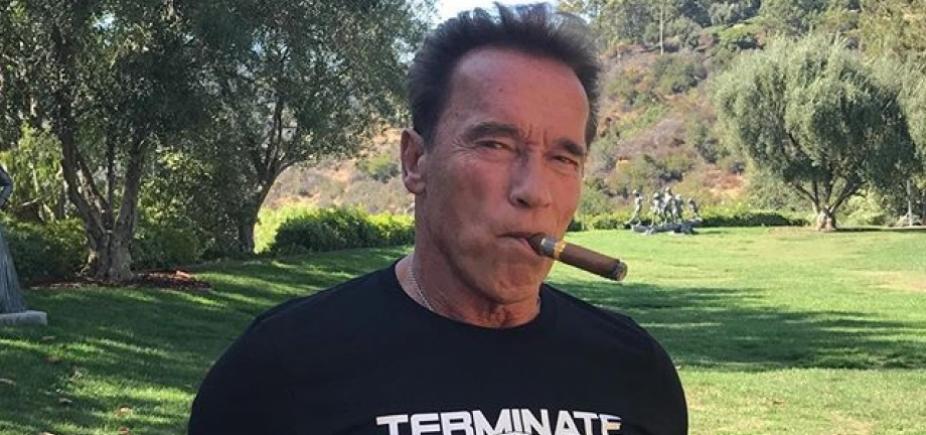 [Schwarzenegger é submetido a cirurgia de emergência após complicações cardíacas]