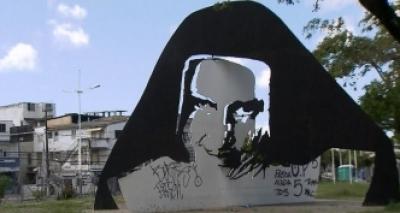 Monumento a Irmã Dulce, no Largo de Roma, é pichado