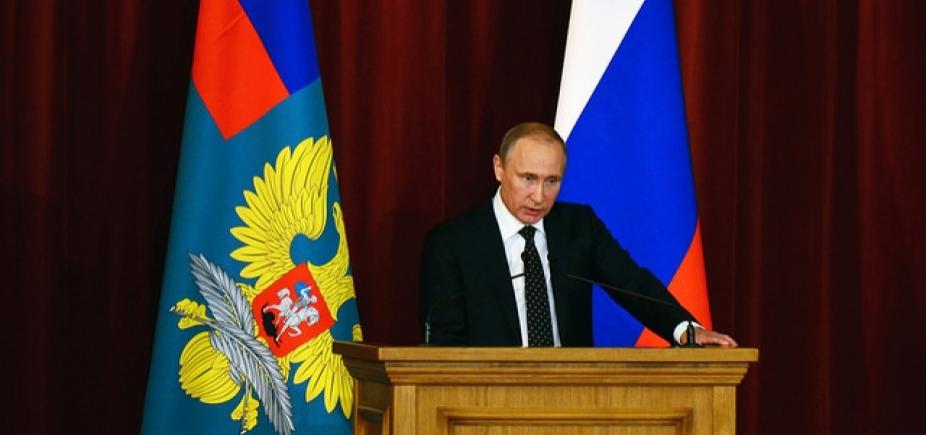 [Rússia expulsa mais 50 diplomatas britânicos]