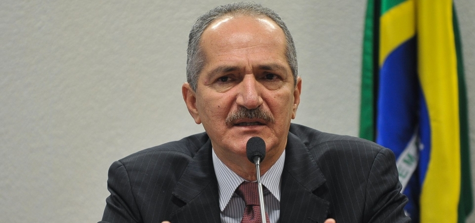 [Aldo Rebelo critica Joaquim Barbosa: 'Nunca foi interessado em política' ]