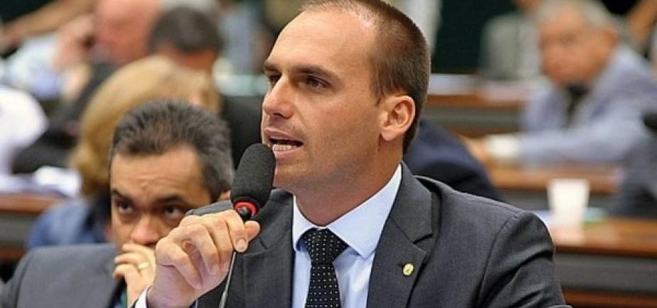 [Eduardo Bolsonaro quer passageiro armado no avião, diz coluna]