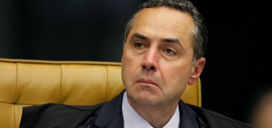 [Barroso diz que Brasil viveu ʹpacto oligárquicoʹ para saquear Estado]