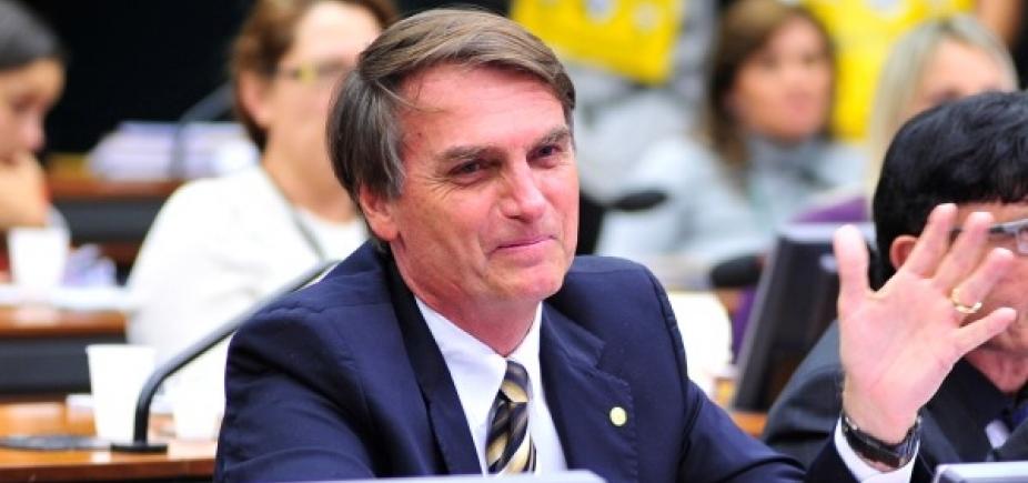 [Bolsonaro apoia Villas Bôas: 'Partido do Exército é o Brasil' ]