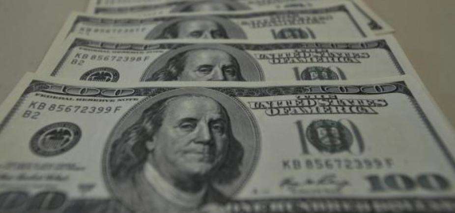 [Depois da derrota de Lula no STF, dólar opera em queda]