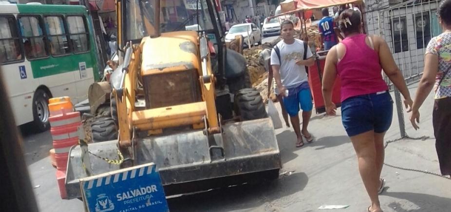 [Obras atrapalham o trânsito em Pau da Lima]