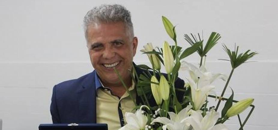 [José Medrado recebe moção de homenagem após aposentadoria no TRT5]