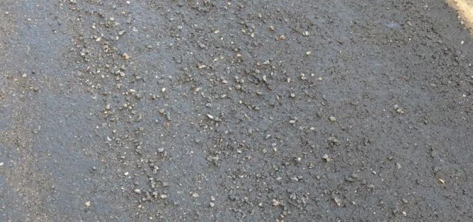 [Pedras causam prejuízos aos motoristas na Avenida Luís Viana Filho ]