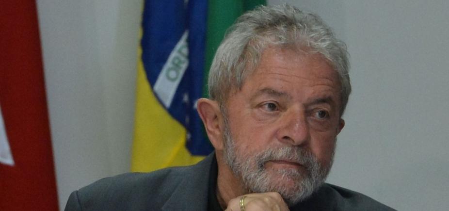 [Lula decide não se entregar à PF em Curitiba, diz jornal ]