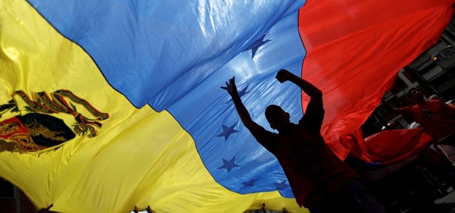 [Panamá retira embaixador da Venezuela]