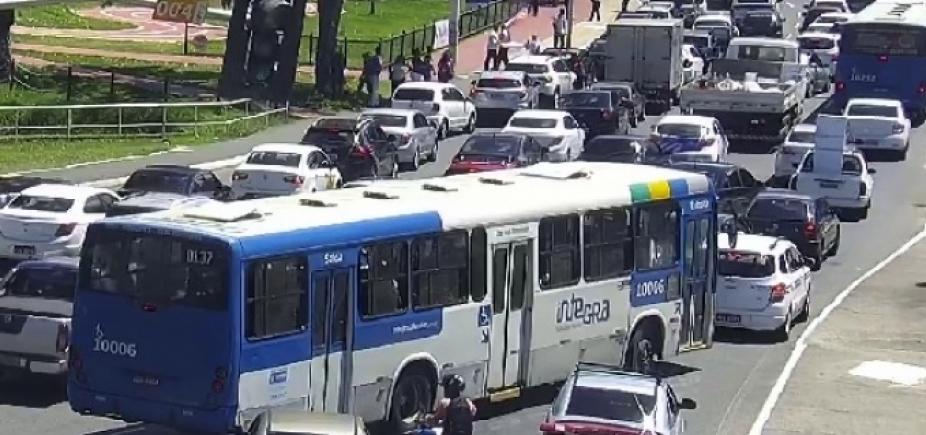 [Protesto nos Barris bloqueia tráfego no sentido Lapa]