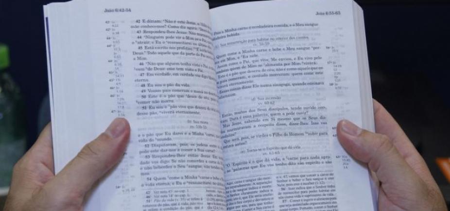 [Sites da China suspendem venda de Bíblias Sagradas]