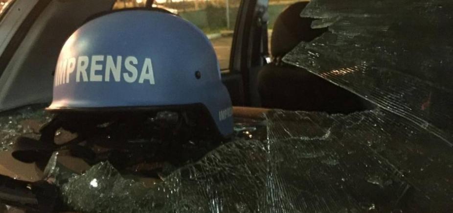 [Jornalistas são agredidos por manifestantes contrários a prisão de Lula]