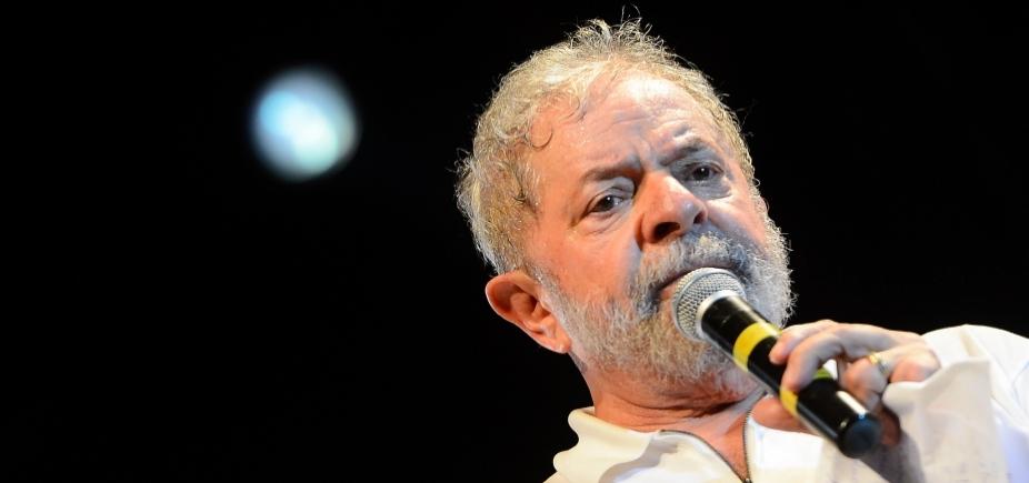[Agentes da Polícia Federal aguardam Lula em São Bernardo]