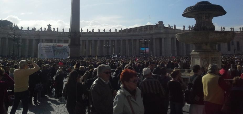 [Padre é preso no Vaticano acusado de pedofilia]