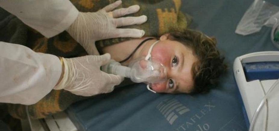 [Ataque químico mata dezenas de pessoas na Síria; governo nega ]