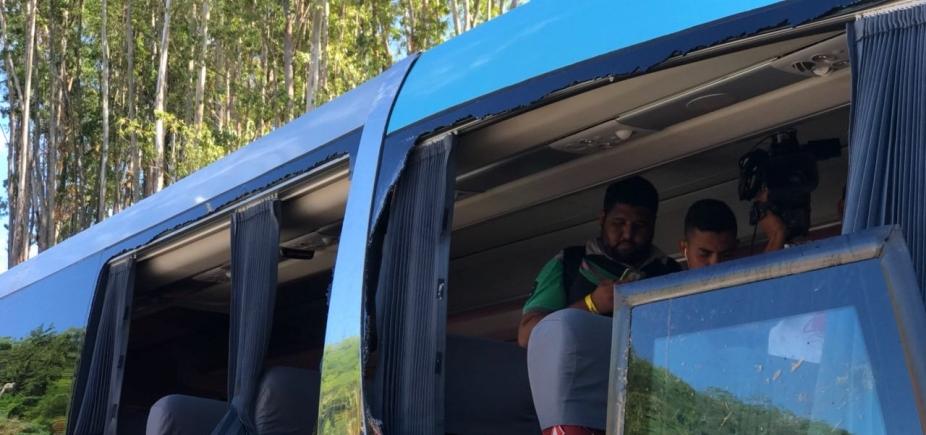 [Ônibus do Bahia é apedrejado na chegada ao Barradão]