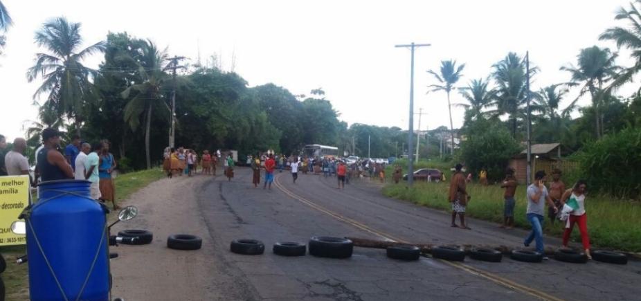 [Trecho da BA-001 é fechado por índios em protesto por demarcação de terras]