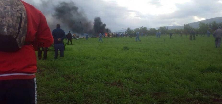 [Sobe para 257 total de mortos em acidente com avião militar na Argélia]