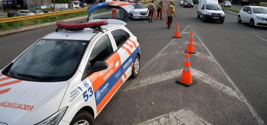 [Transalvador multa veículos de manifestantes pró-Lula]