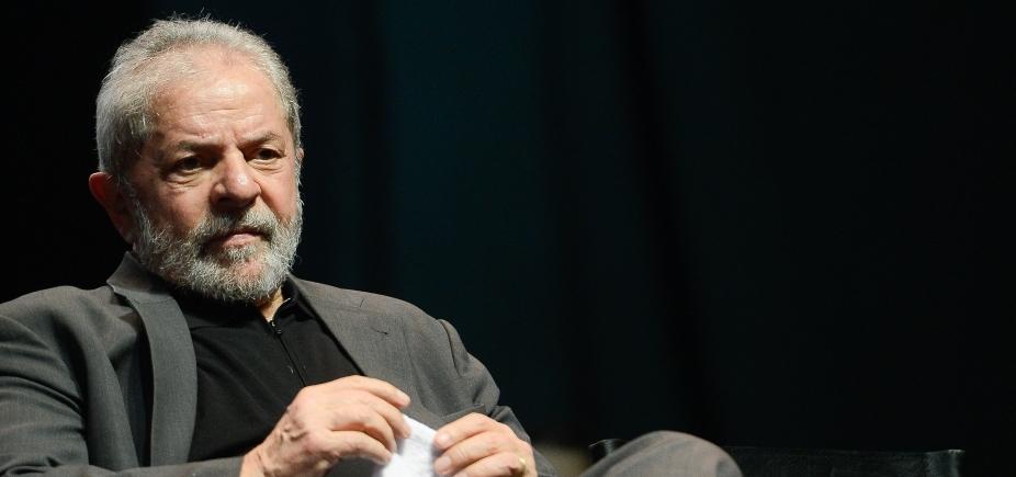 [Ex-presidente Lula recebe visita de parentes em Curitiba]