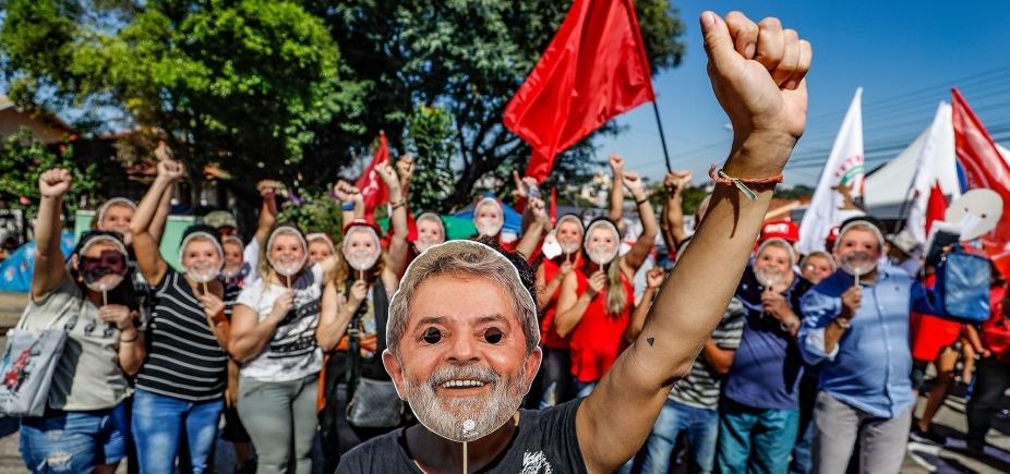[Lula está emocionado com cartas de apoiadores, diz Instituto]