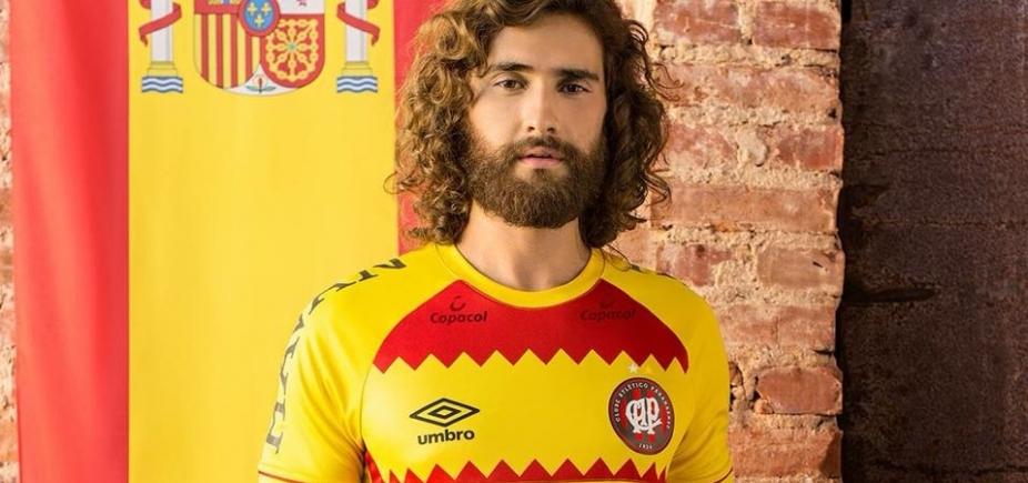 [Depois de virar meme, Atlético-PR desiste de usar nova camisa]