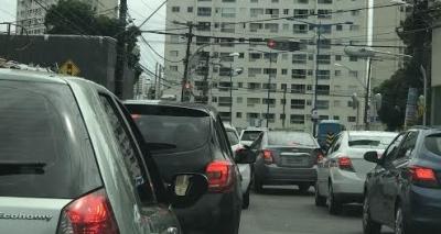 Congestionamento após acidente na Rua Silveira Martins