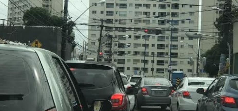 [Congestionamento após acidente na Rua Silveira Martins]