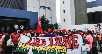 Manifestantes deixam sede da Rede Bahia