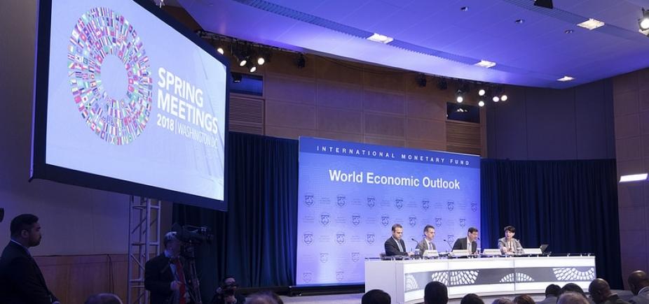 [FMI melhora previsão do PIB brasileiro para 2018]