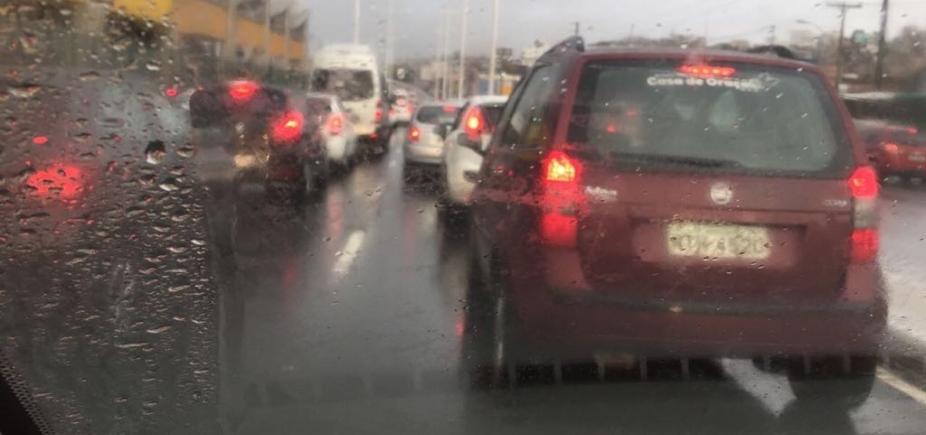 [Veja quais vias têm alagamento e congestionamento nesta manhã ]