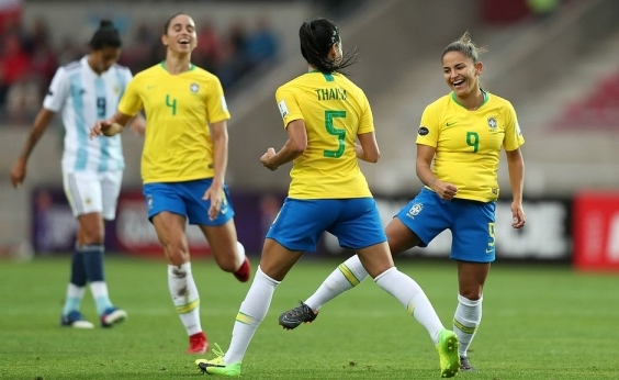 Brasil vence Argentina e fica a um ponto de erguer Copa América