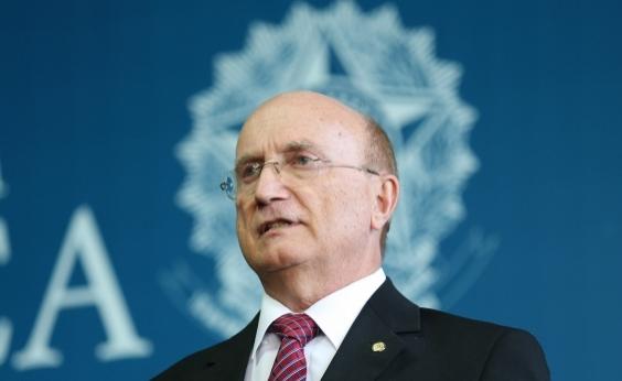 Serraglio diz ter sido pressionado por Aécio e Renan quando era ministro da Justiça