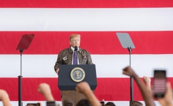 Democratas abrem processo contra campanha de Trump, filho, genro, Rússia e Wikileaks