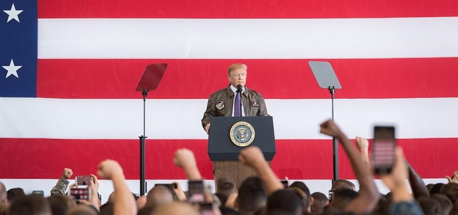 [Democratas abrem processo contra campanha de Trump, filho, genro, Rússia e Wikileaks]