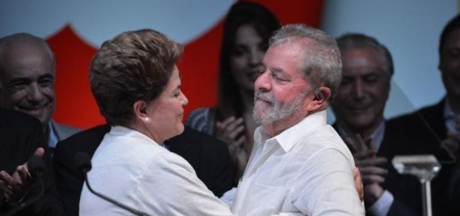 [Dilma desembarca em Curitiba para tentar visitar Lula, diz coluna ]