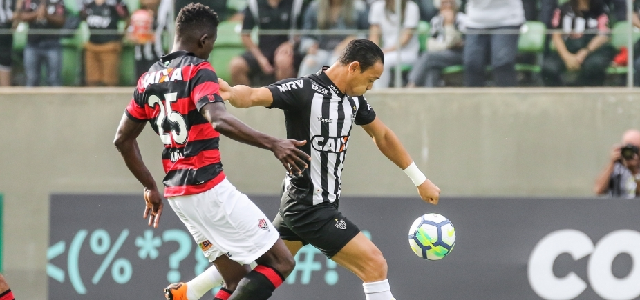 [Kanu lamenta falhas individuais contra o Atlético-MG]