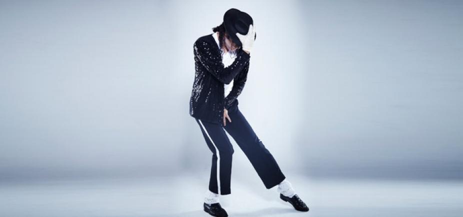 [Sapatos usados por Michael Jackson no 1º ʹmoonwalkʹ vão a leilão]