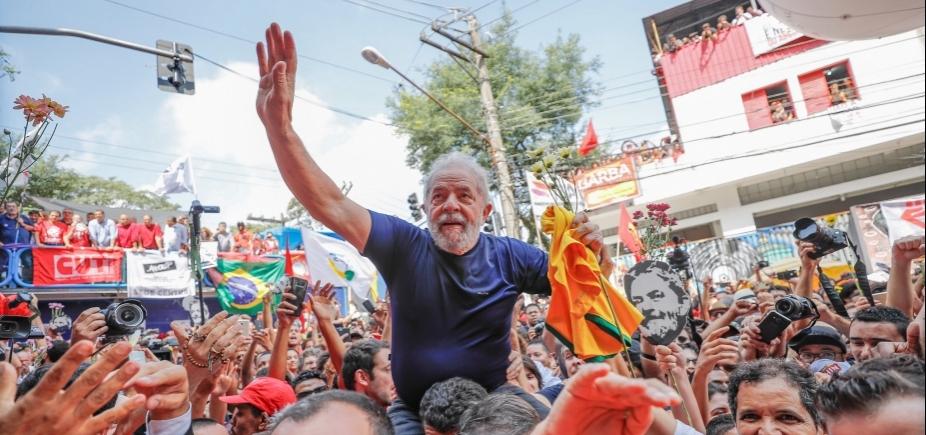 [Em carta, Lula se diz feliz com pesquisa e que anseia a liberdade]