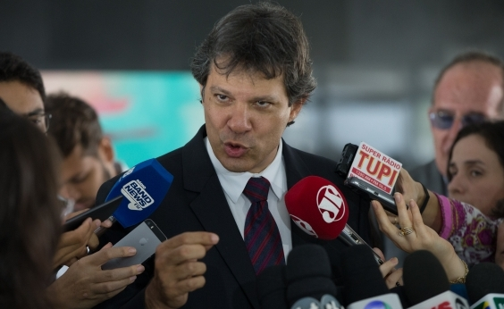 Para visitar Lula, Haddad deve assumir defesa jurídica do petista