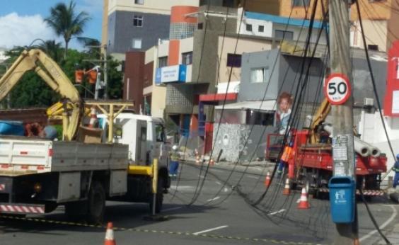 Rua Marquês de Monte Santo é liberada após acidente que derrubou postes