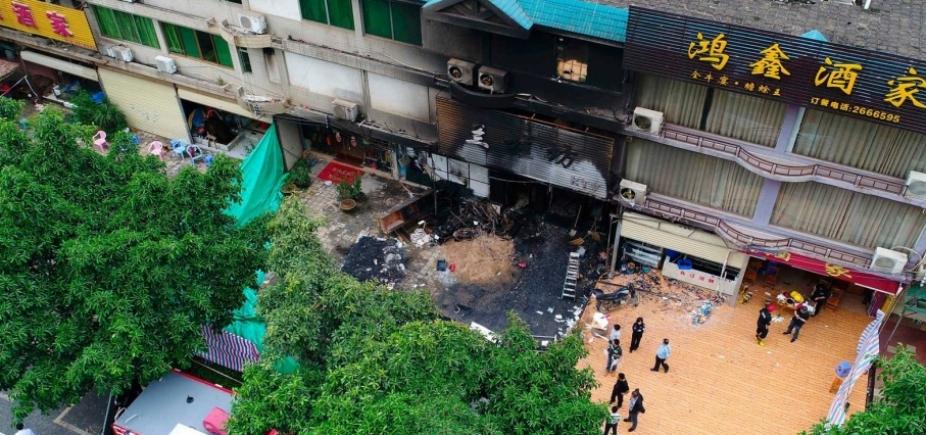 [Incêndio mata 18 pessoas em uma casa de karaokê na China]
