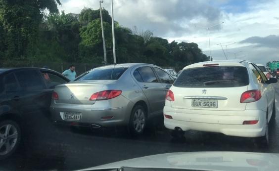 Engavetamento congestiona BR-324; confira trânsito nesta manhã