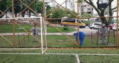 Após denúncia, praça no Itaigara recebe manutenção da Prefeitura