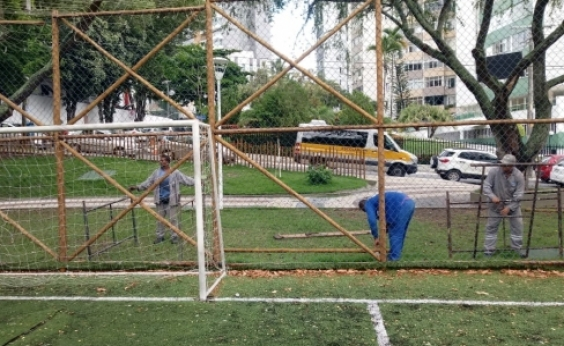[Após denúncia, praça no Itaigara recebe manutenção da Prefeitura]