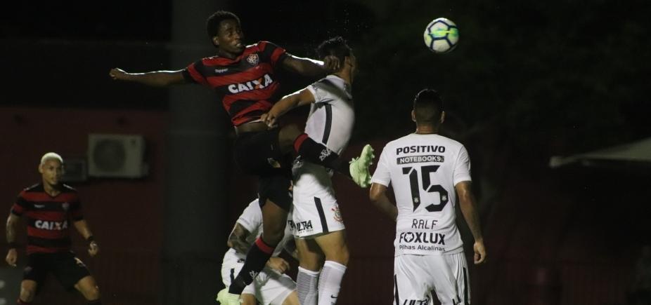 [Vitória e Corinthians empatam sem gols no Barradão]