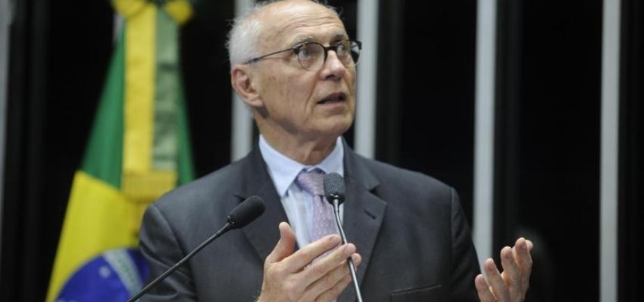 [Eduardo Suplicy recebeu mais de 2 mil correspondências para entregar a Lula ]