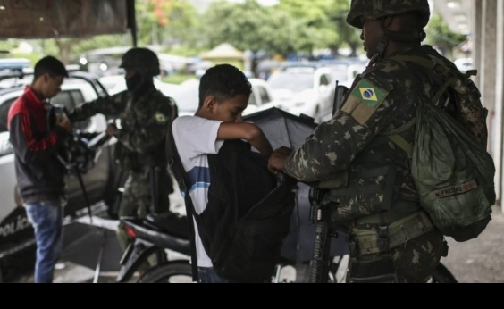 Número de tiroteios no RJ aumentou após chegada das Forças Armadas, diz relatório