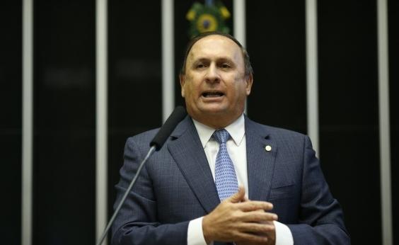 Gualberto diz que Rui Costa ʹdeveria ter vergonha de cooptarʹ prefeitos